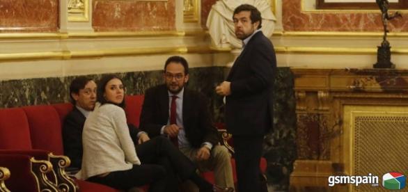 La política española es una farsa